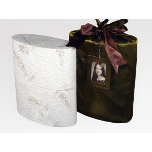Reflect Earthurn; interior urn (L) and silk bag (R) – Dedicated to providing affordable choices.